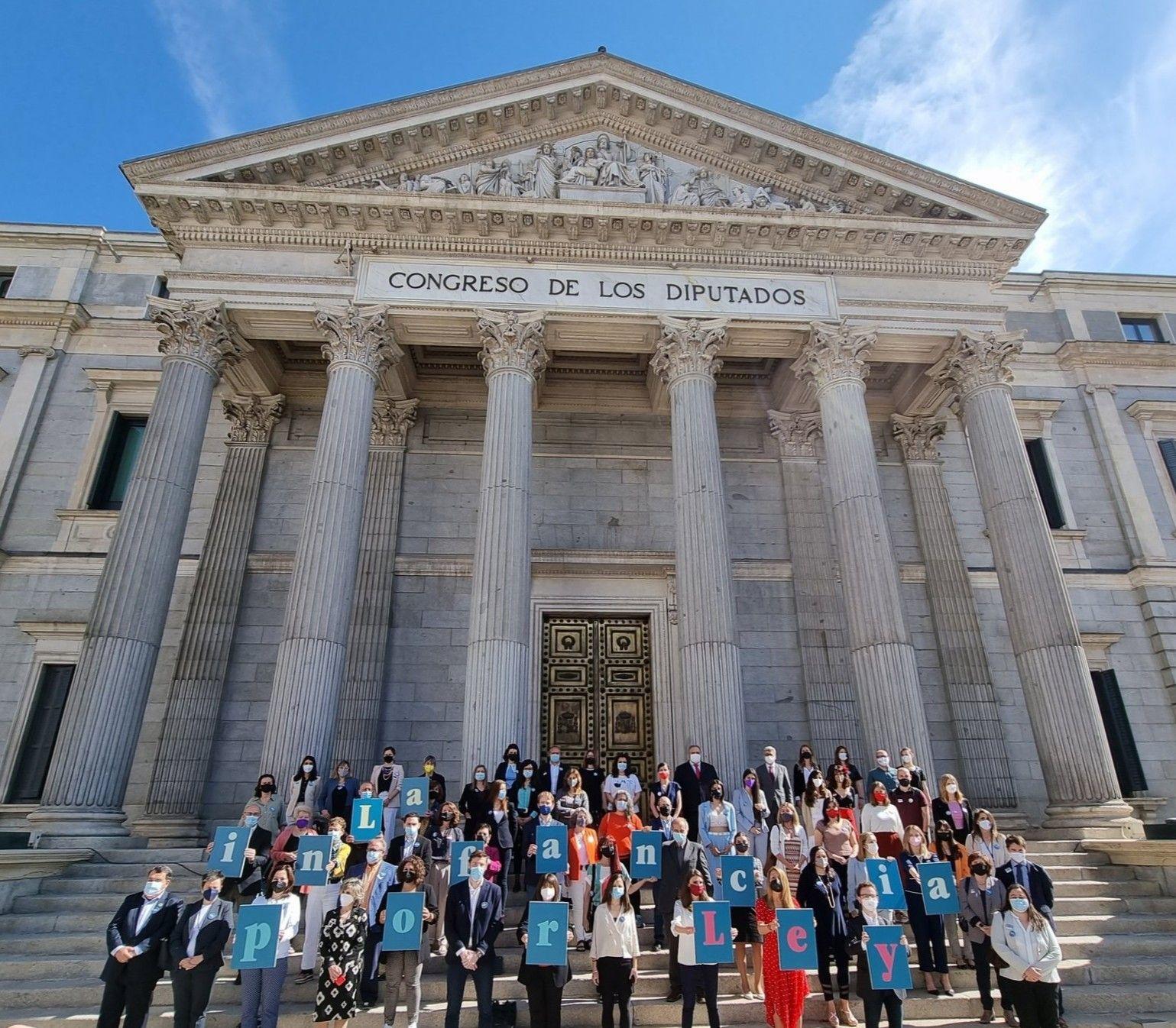 Foto artículo:Celebramos la aprobación final de la Ley Orgánica de Protección Integral a la infancia y adolescencia frente a la violencia