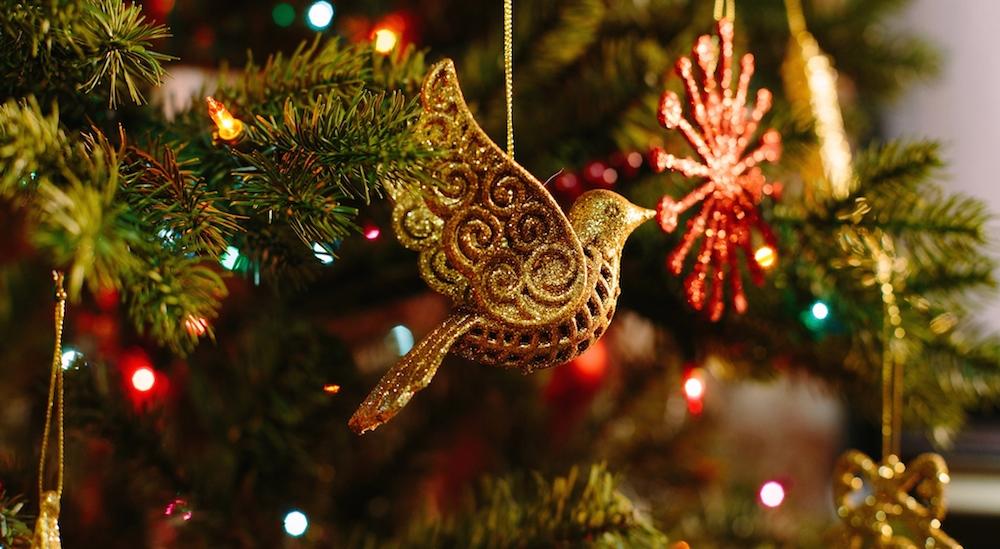 Foto Ideas creativas y económicas para decorar tu árbol de Navidad