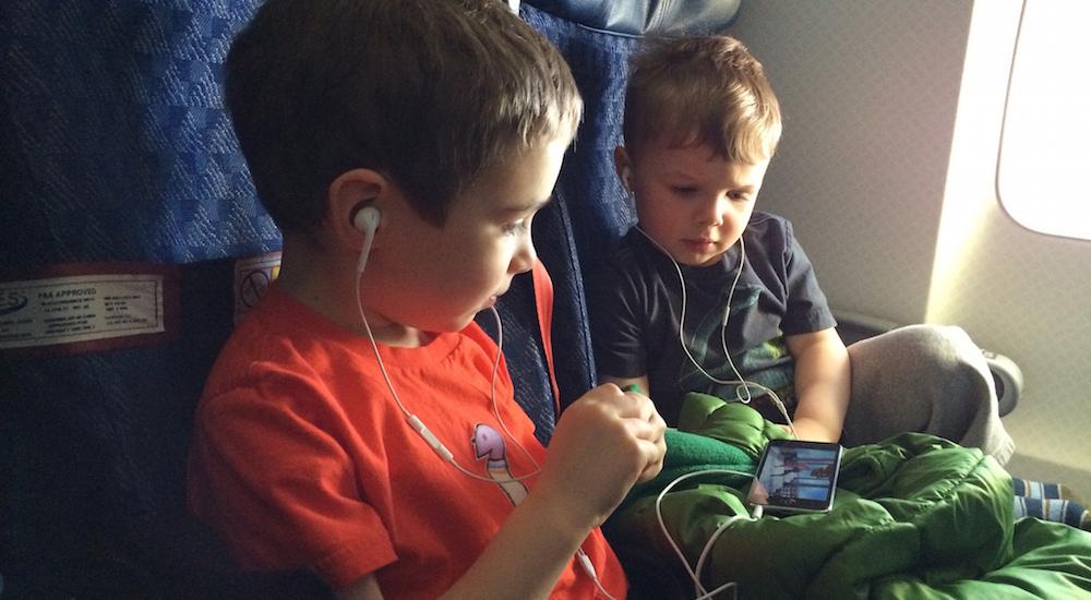 Cómo viajar con niños sin volverte loco
