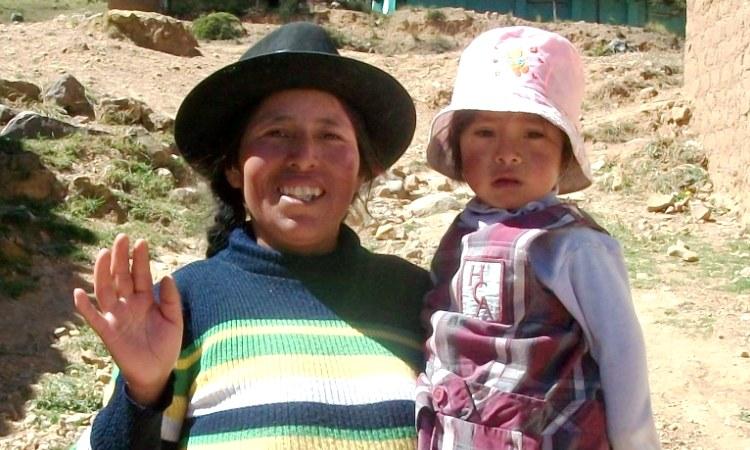 Santa Elena Salazar Ayllón con su hija Delia Aguado Salazar