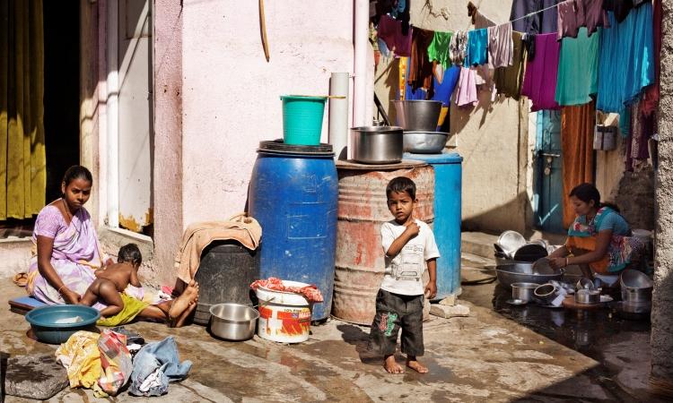 La miseria obliga a muchas familias en India a vivir de la mendicidad