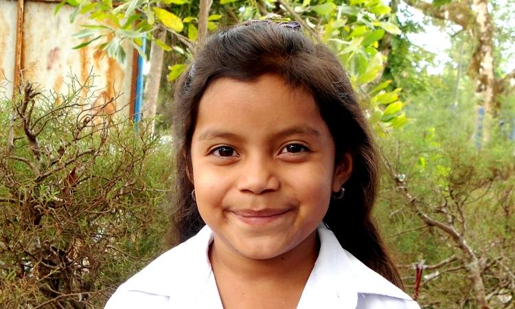 Maria José, de siete años, se muestra ilusionada con el nuevo aula de preescolar