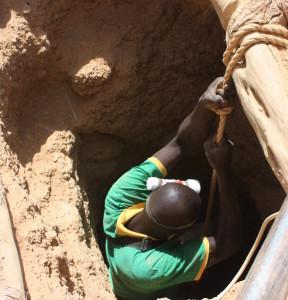 pozo de extracción de oro en Burkina