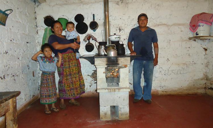 Familia Quiché _Nueva cocina de leña