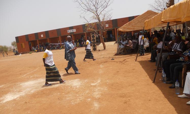 inauguración-de-la-escuela-Dinguiri-C