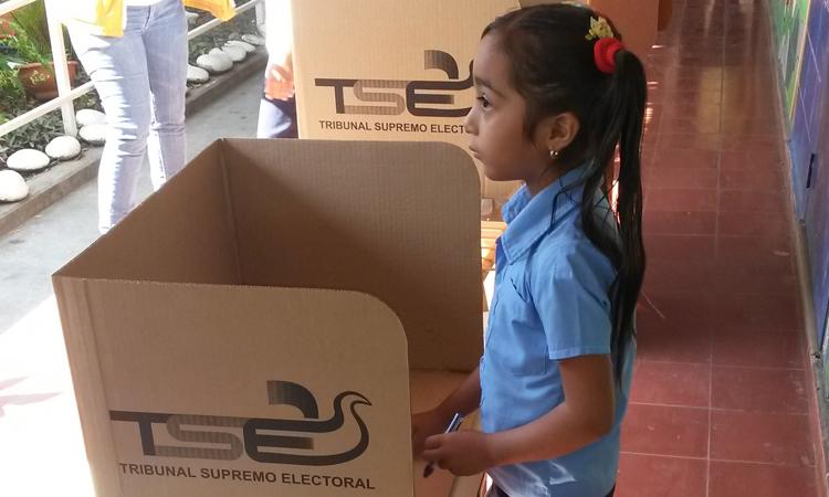 jornada-electoral escuela El Salvador