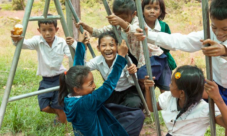 escuela-Ou-Tasek-camboya-columpios