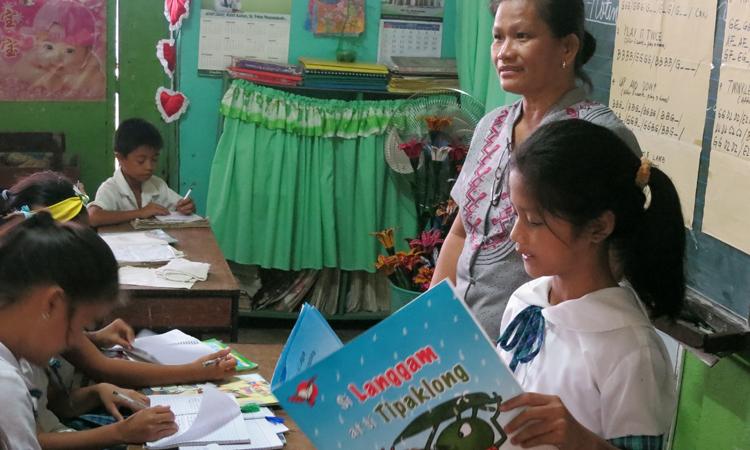 lectura_en_voz_alta_escuelaMasoli_Filipinas