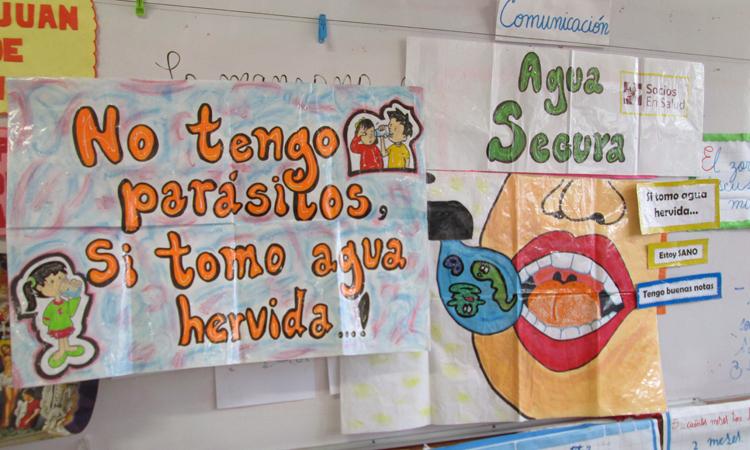 A través de carteles como estos en el aula, los más pequeños aprenden buenos hábitos de salud y alimentación