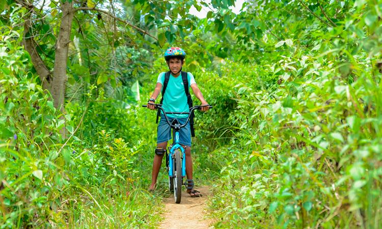 Boy en bicicleta