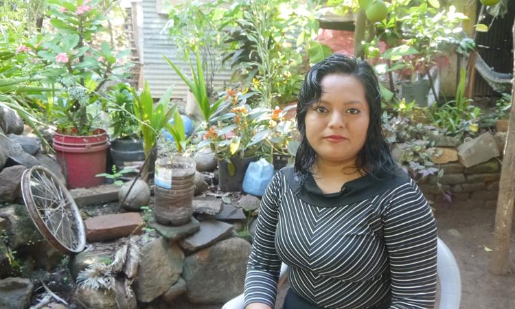 Erlinda, en su hogar de El Salvador