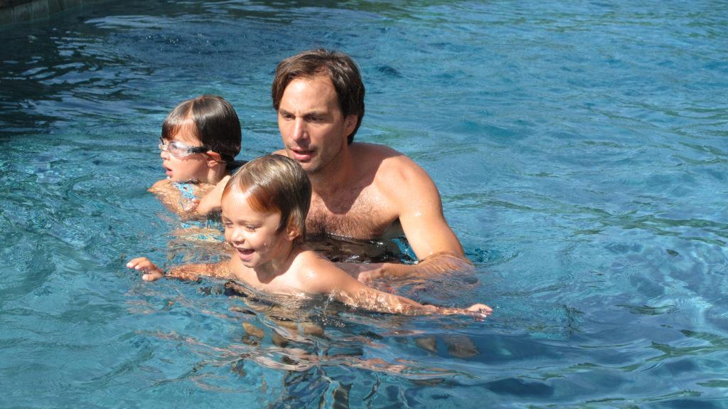 Primeros auxilios del ahogamiento infantil