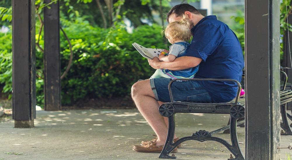 https-::pixabay.com:es:personas-padre-hombre-la-lectura-2557508: