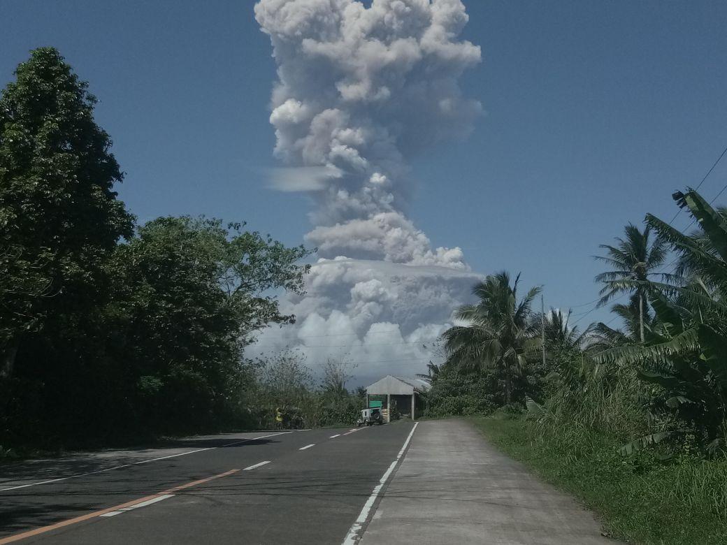 Foto de la entrada:9.000 niños y niñas filipinos afectados por la erupción del volcán Mayon