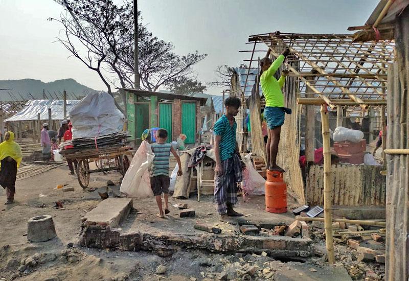Foto Preocupados por el bienestar emocional de los niños y niñas rohingya que han visto arrasados sus hogares por un incendio
