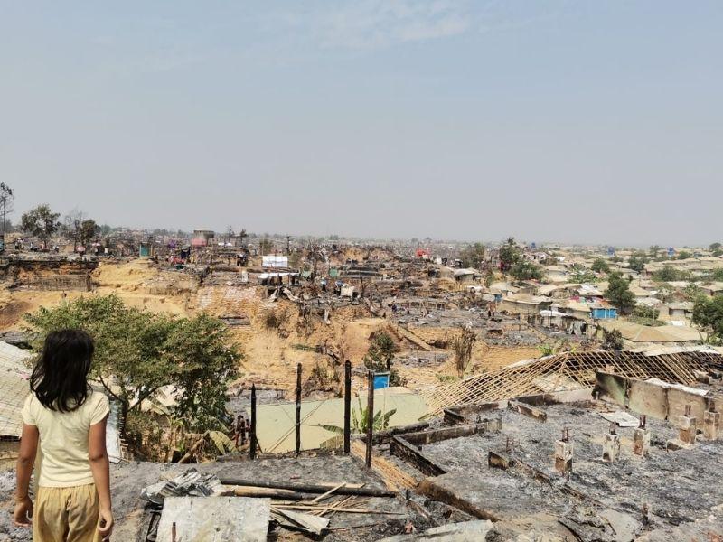 Las fuertes lluvias y deslizamientos de tierra golpean los campamentos rohingya