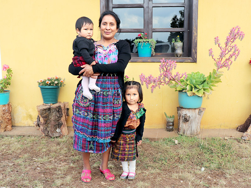 """Foto """"Al hablarle en quiché a mi hija estoy estimulando su aprendizaje"""""""