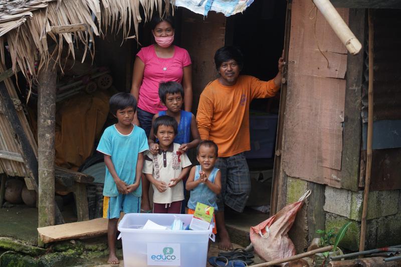 Foto Un mes después del supertifón Goni, niños y niñas filipinos y sus familias luchan por volver a la normalidad tras perderlo todo