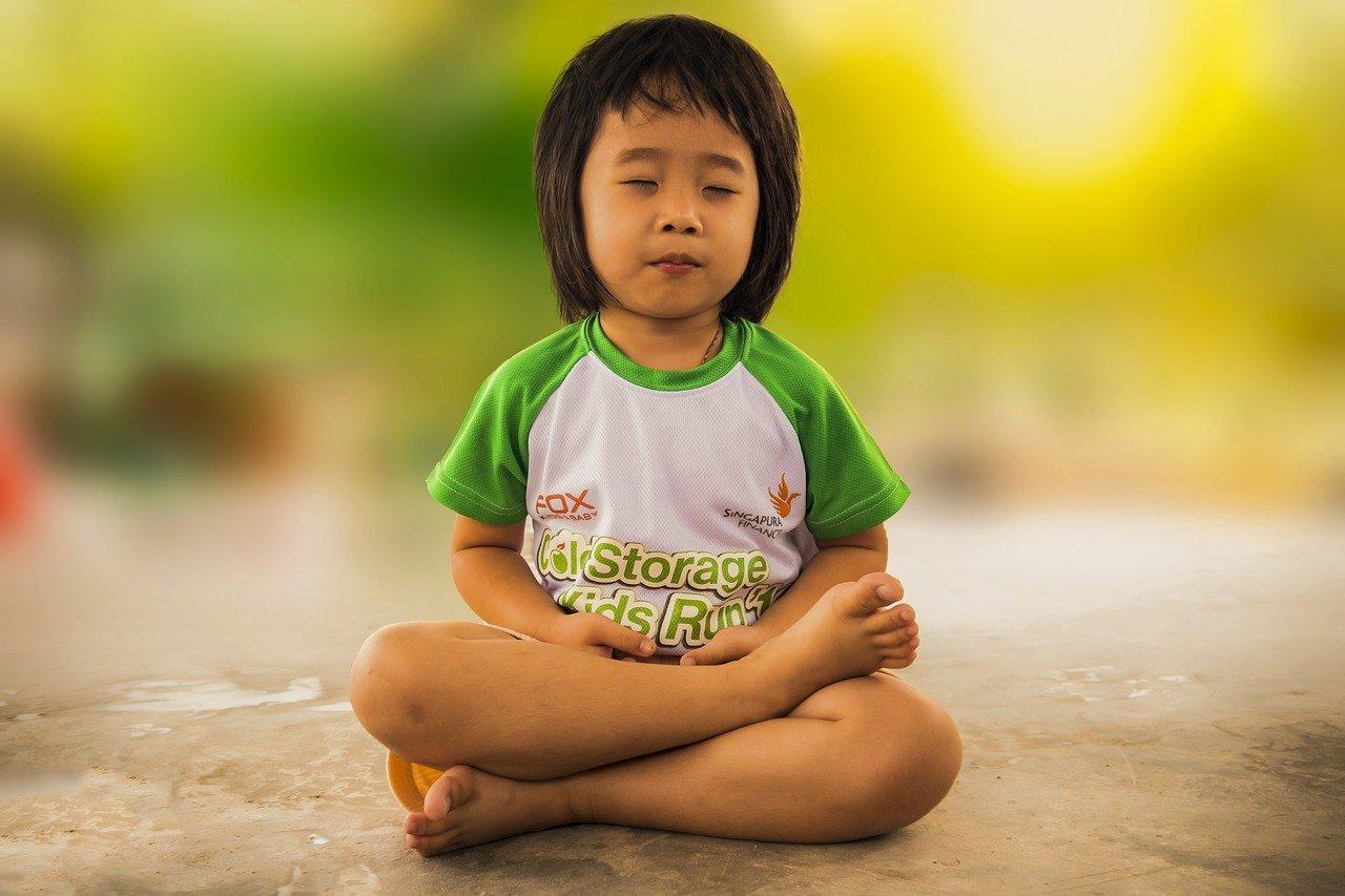 Foto de la entrada:¿Cómo practicar yoga en familia?