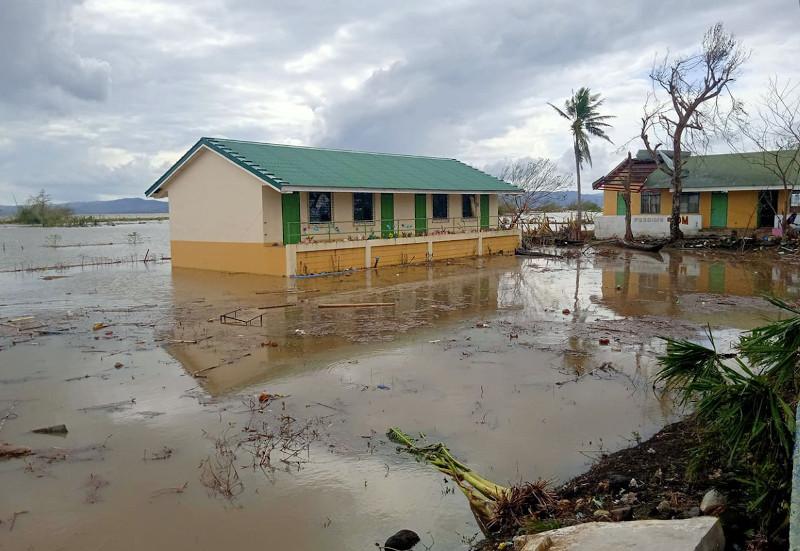 Foto de la entrada:El paso del supertifón Goni complica aún más la escolarización de los niños de las zonas más devastadas de Filipinas