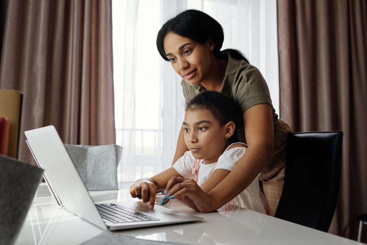 Image post ¿Cómo fomentar el uso responsable de internet en tus hijos e hijas?