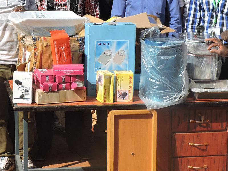 Burkina-Faso-entrega-material-centros-salud-(1).jpg