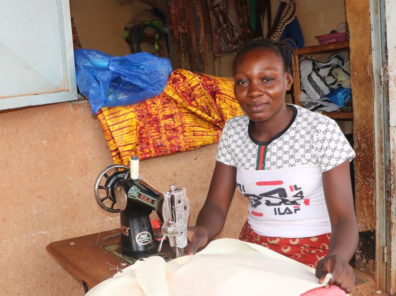 Joven en formación profesional Burkina Faso