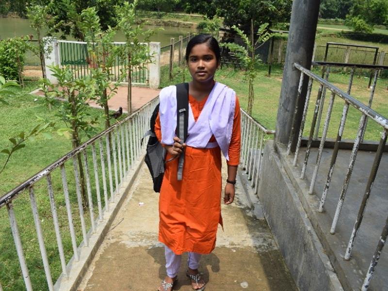 Niña sueña con ser doctora en Bangladesh