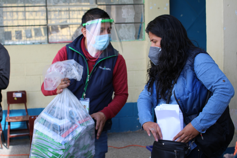 Entrega de material para desinfectar y prevenir la COVID-19 para 188 escuelas de Guatemala