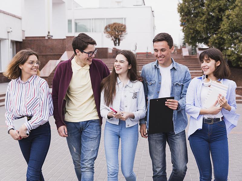 Grupo-de-jovenes-estudiantes.jpg