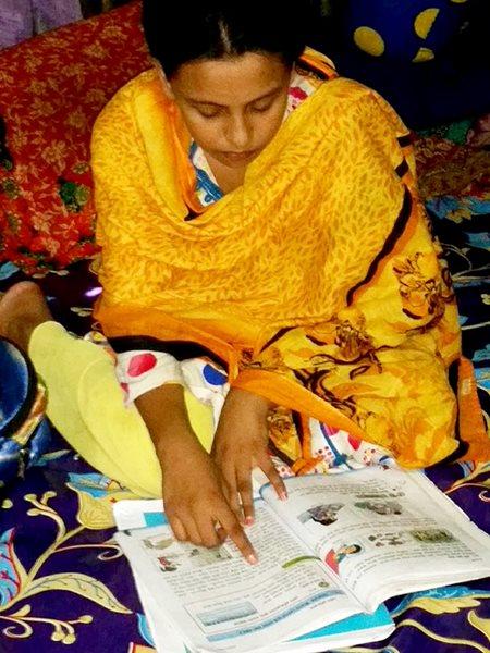 Keya-estudiando-Bangladesh.jpg