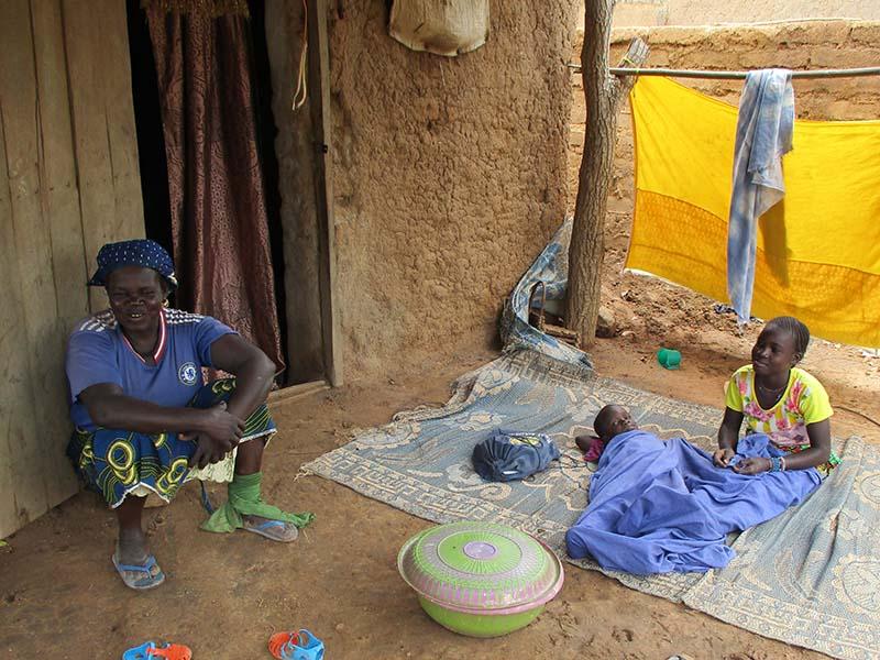 Konoba-con-su-familia-Mali.jpg