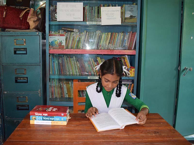 Niña quiere ser maestra en Bangladesh
