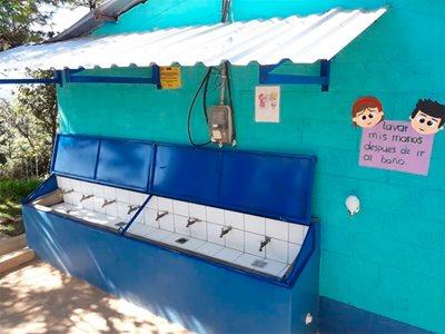 Lavamanos-acceso-agua-potable.jpg