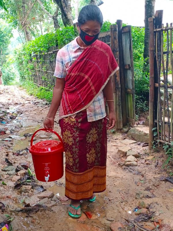 Moushumi en busca de agua potable