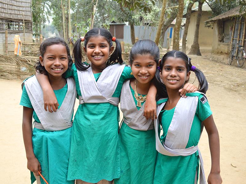 Ninas-Bangladesh-en-uniforme-(1).jpg