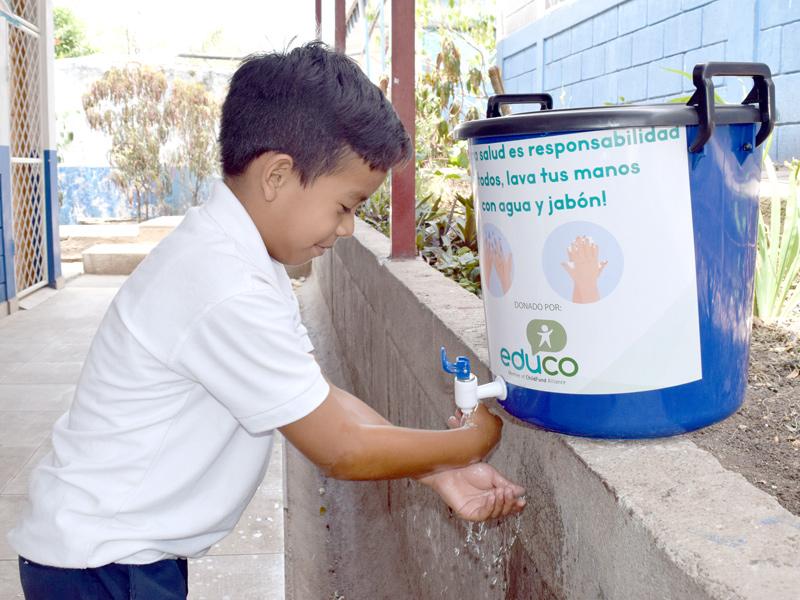 Nino-se-lava-las-manos-Nicaragua-Covid19.jpg