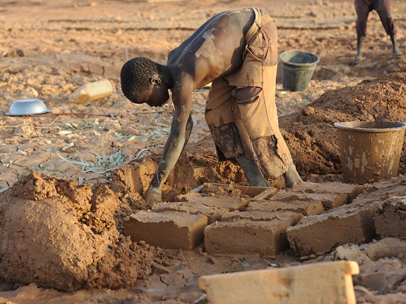 Nino-trabajador-mina-de-oro.jpg