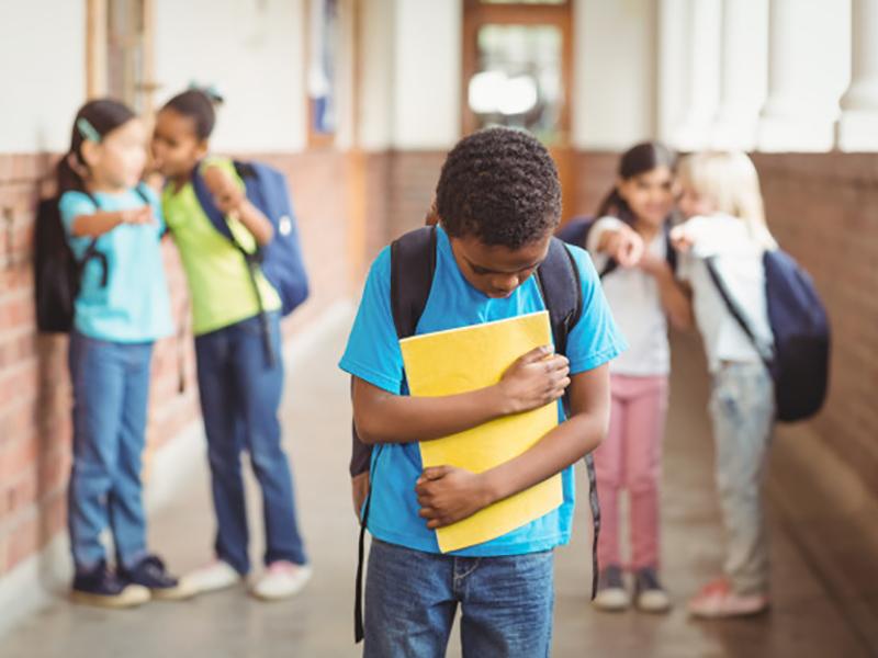 Nino-triste-acosado-en-la-escuela-(2).jpg