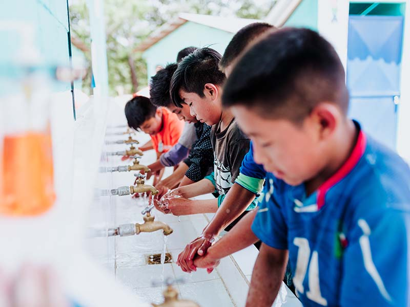 Ninos-lavandose-las-manos.jpg