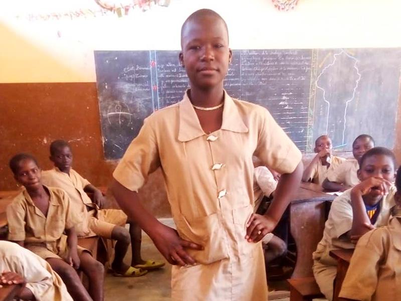 Rachel-en-la-escuela-Benin.jpg