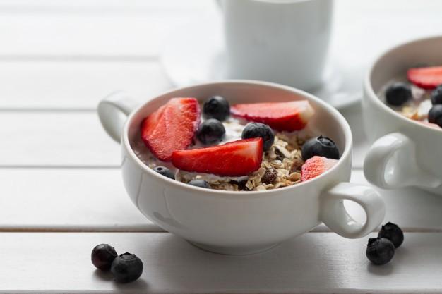 Yogur-con-cereales-y-arandanos.jpg
