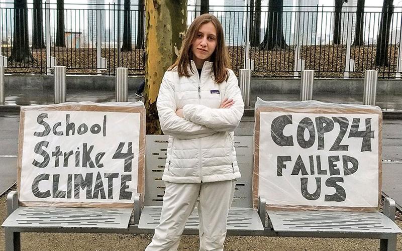 Foto 5 mujeres jóvenes que luchan contra el cambio climático
