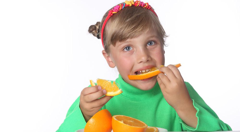 Foto La pirámide alimentaria infantil como base de la alimentación equilibrada
