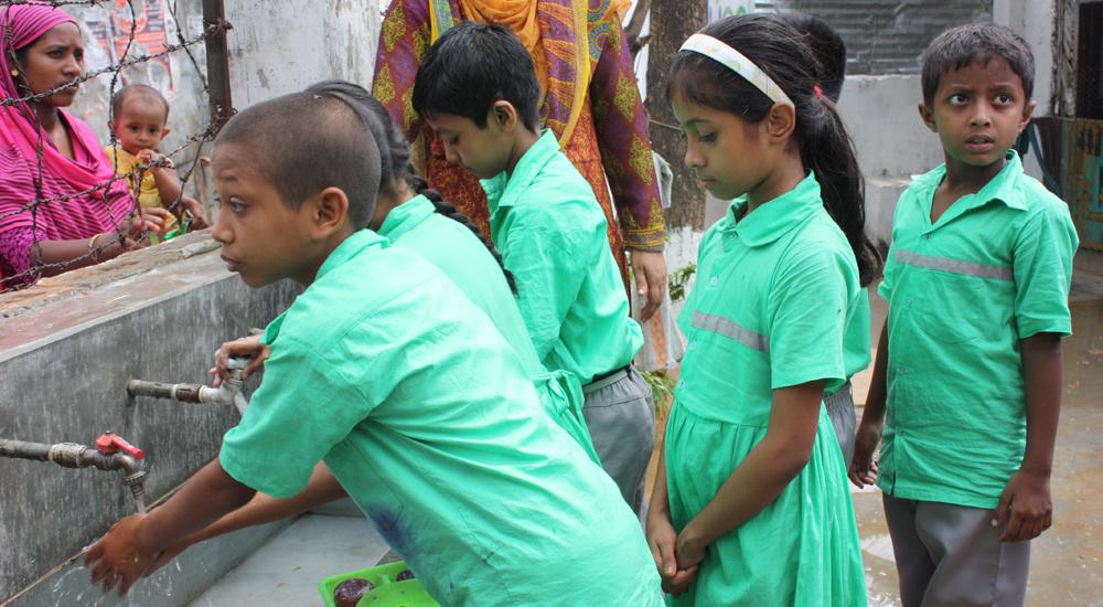 La Fundación We Are Water nos ayuda a garantizar la salubridad del agua de 8 escuelas de Bangladesh