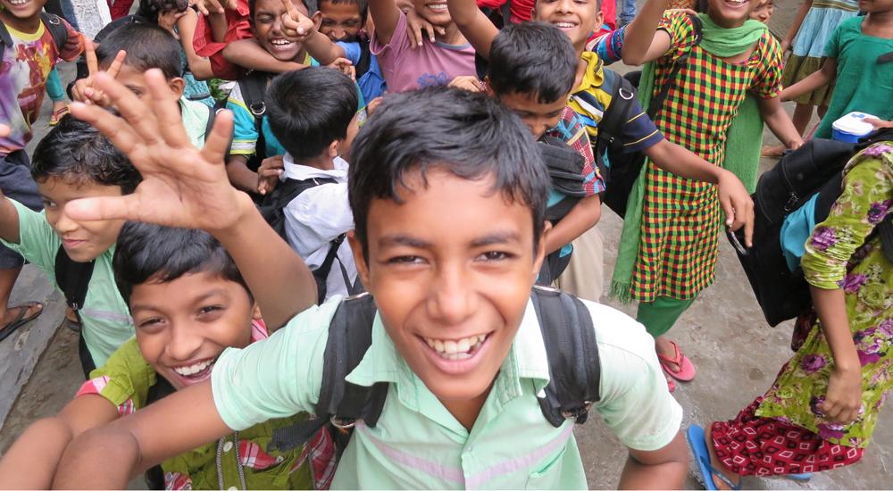 """Image post Unimos esfuerzos para crear """"comunidades amigas de la infancia"""" en Bangladesh"""