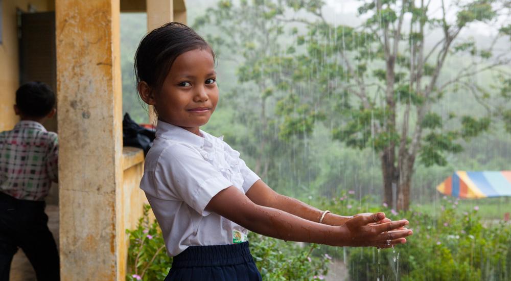 Foto de la entrada:Agua limpia en las escuelas camboyanas