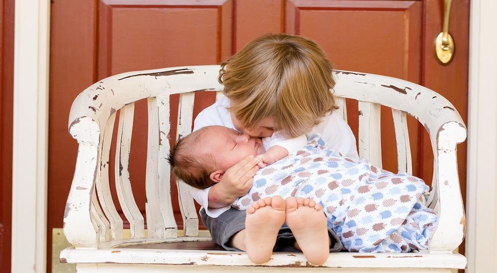 Foto de la entrada:Cómo hacer para apaciguar los celos entre hermanos