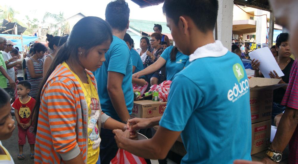 Filipinas: llevamos ayuda a las familias más afectadas por el tifón Nock-Ten