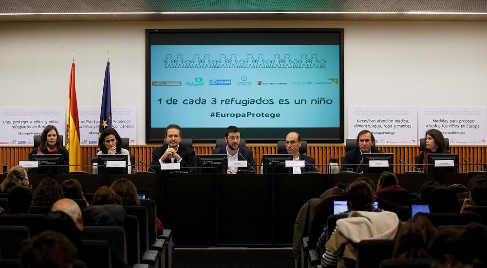 Llamamiento urgente para proteger a los niños refugiados en Europa